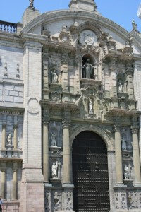 cathedral-at-plaza-de-armas