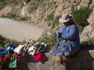 woman-selling-colca-canyon