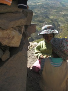 helping-mom-colca-canyon1